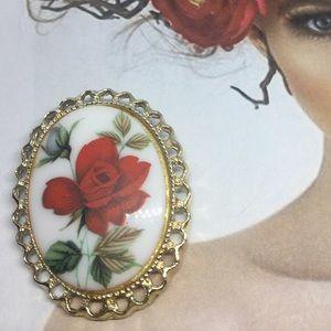 vintage Floral cameo Brooch/pendant